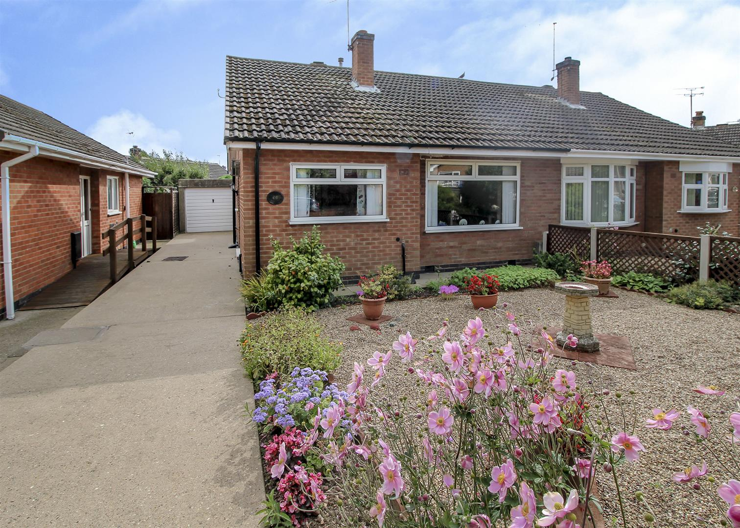 2 Bedrooms Semi Detached Bungalow for sale in Allison Gardens, Chilwell